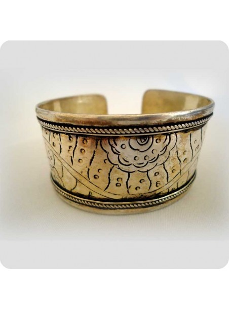 Tibetan bracelet flowers