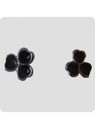 Ear studs 3 small hearts black