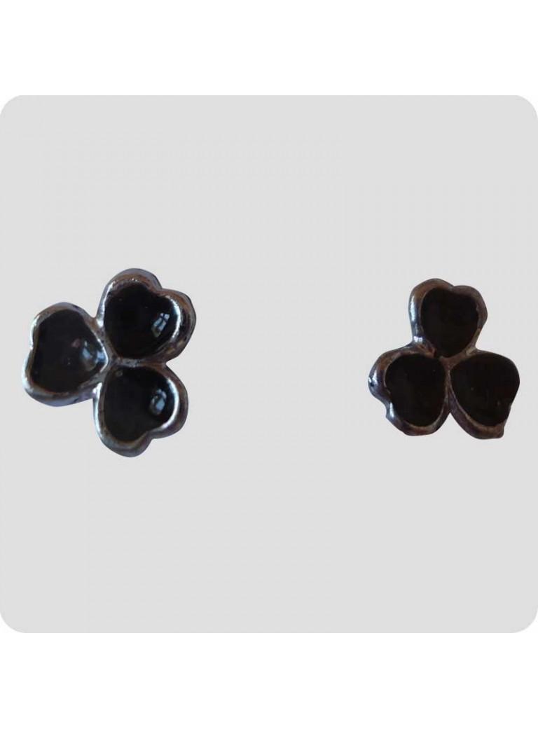 Ear studs 3 small hearts black