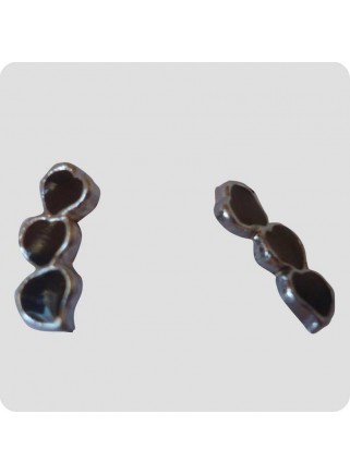 Ear studs 3 hearts aligned black