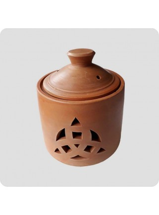 Claypot triqueta design