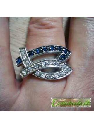 Ring med blå og hvide krystaller